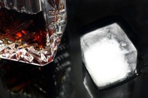 Hausbar - Drink mit Eis