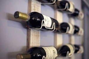 Wein richtig lagern: im Weinregal