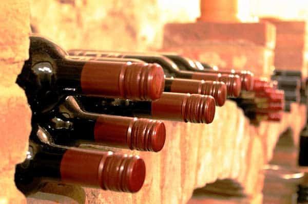 Der Weinkeller ist ein idealer Ort für die Lagerung von Weinflaschen und Weinfässern