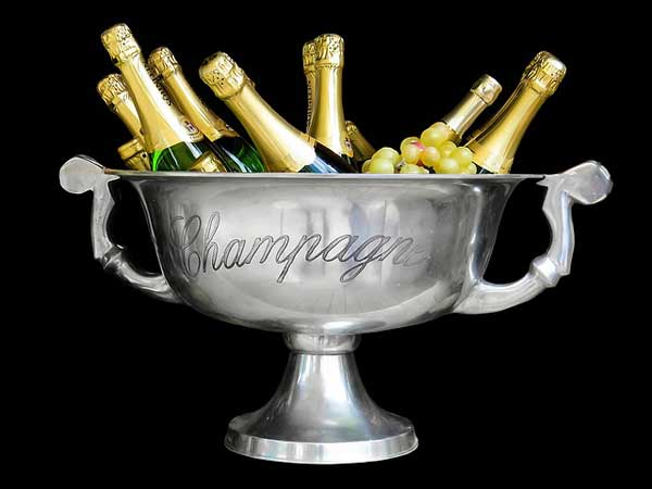 Ein edler Champagner ist in einem hochwertigen Champagnerkühler am besten serviert